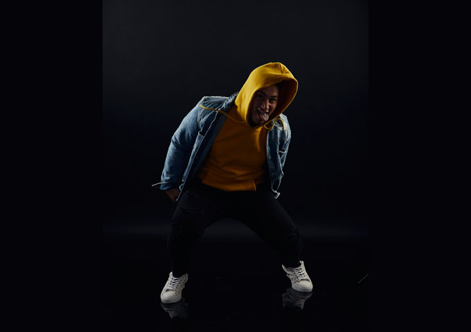 Johnny Nostra utilizes his unique low-end vocals for punchy and catchy melodies!