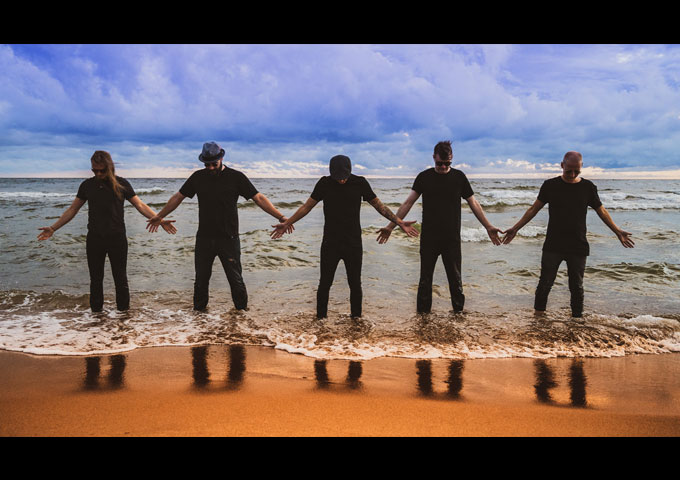 """Melua – debut single and music video – """"Waves"""""""