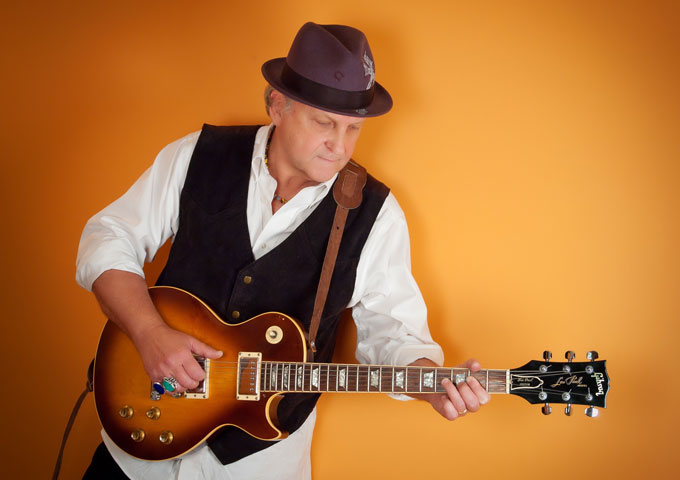 """DownTown Mystic: Guitars are wailing and rhythms are driving on """"Rock'n'Roll Romantic"""""""