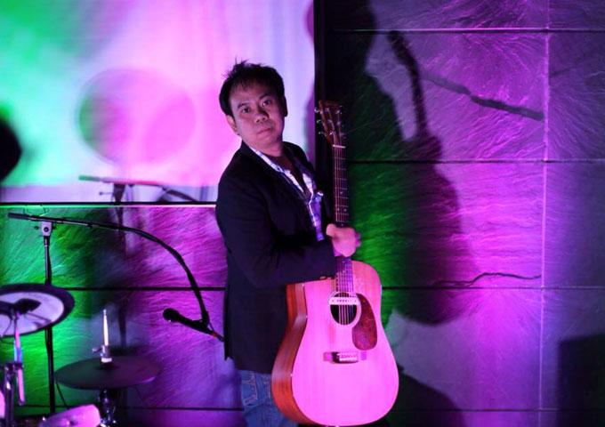Guitarist DEAR_JAZZROCK  leans toward composed pieces that allow room for interpretative soloing